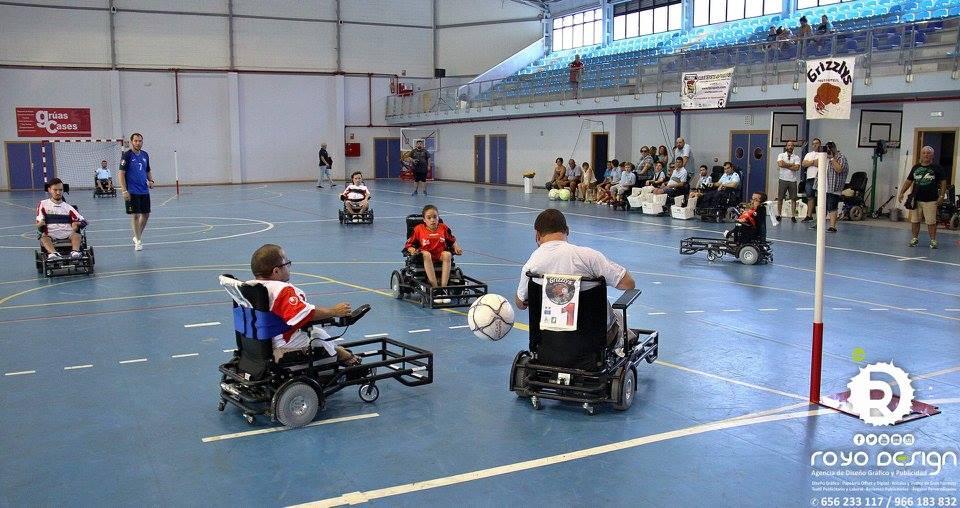 Beca sportuniverse otra manera de hacer deporte futbol en silla de ruedas electrica - Deportes en silla de ruedas ...